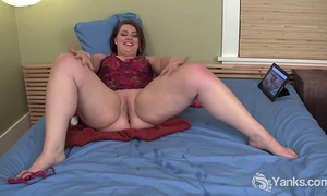Chesty bbw nicole masturbating