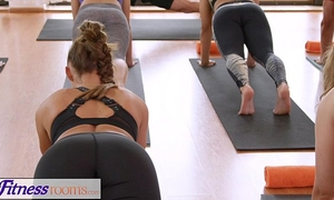 Fitnessrooms groups yoga session ends with a perspired creampie