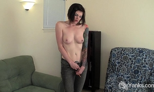 Tattooed liss rubbing her bawdy cleft