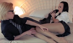 Horny blond lets fuck by large ding-dong