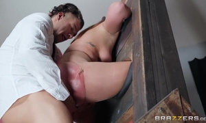 Curvaceous slut with huge ass gets sodomized by cocky client